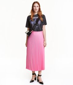 Pink. Pleated skirt in woven stretch fabric. Extended waistband tab with concealed fastener, and concealed side zip with hook-and-eye fastener. Unlined.