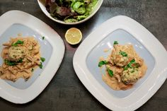 Eierschwammerlgulasch mit Knödel Risotto, Chicken, Meat, Ethnic Recipes, Food, Patio, Souffle Dish, Leafy Salad, Easy Cooking