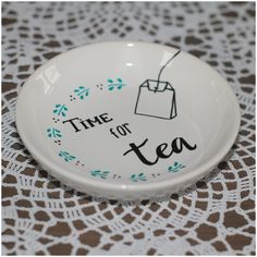 China Painting, Dot Painting, Nerd Crafts, Diy And Crafts, Sharpie Plates, Porcelain Pens, Blessing Bags, Paint Your Own Pottery, Painted Plates