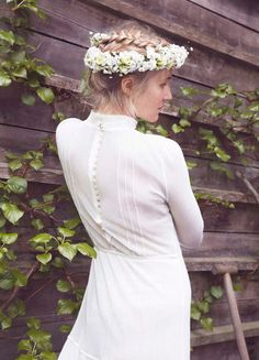 Bind blomsterkrans til håret til bryllup