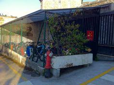 Garaje para bicicletas con videovigilancia y cerrado con llave. Hotel Albergue La Salle. Santiago de Compostela