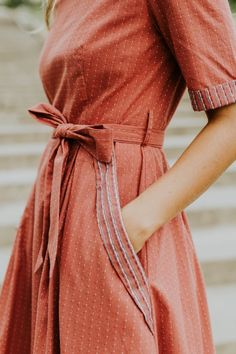 Creating an effortless look of both sophistication and style. Great women's dress for spring/summer! Trendy dress to add to you style. Modest Dresses, Trendy Dresses, Fall Dresses, Summer Dresses, Warm Outfits, Classy Outfits, Dot Dress, Dress Up, Fall Capsule Wardrobe