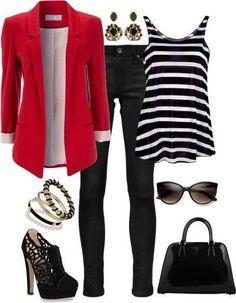 Rode blazer met gestreepte top en jeans