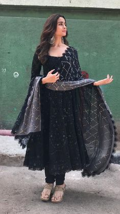 Online Shopping for the Sikh & Punjabi Community Worldwide Online Shopping for the Sikh & Punjabi Community Worldwide,Afghanische Kleider Indian Punjabi black dress. Indian Gowns Dresses, Indian Fashion Dresses, Dress Indian Style, Punjabi Fashion, Pakistani Dresses, Bollywood Fashion, Dress Fashion, Fashion Outfits, Trendy Outfits