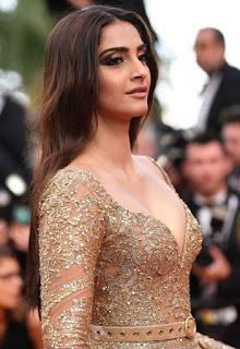 Sonam Kapoor Sexiest Cleavage Show In Elie Saab Couture At C.- Sonam Kapoor Sexiest Cleavage Show In Elie Saab Couture At Cannes Film Festival … Sonam Kapoor Sexiest Cleavage Show In Elie Saab Couture At Cannes Film Festival 2017 - Indian Bollywood Actress, Bollywood Actress Hot Photos, Beautiful Bollywood Actress, Most Beautiful Indian Actress, Actress Photos, Beautiful Actresses, Stunningly Beautiful, Indian Celebrities, Bollywood Celebrities