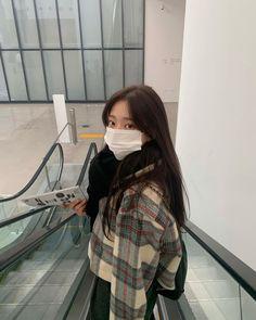 Korean Aesthetic, Aesthetic Girl, Aesthetic Clothes, Korean Photography, Girl Photography, Normcore Fashion, Fashion Outfits, Girl Photo Poses, Girl Photos