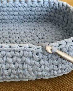 Easy way to end a row Diy Crochet Basket, Love Crochet, Knitting Patterns, Crochet Patterns, Cotton Cord, Crochet Backpack, Crochet Video, Yarn Tail, Circular Knitting Needles