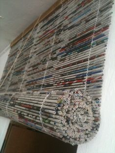 Woven newspaper tube window blind - cortina de papel de diario