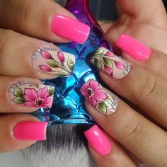 A imagem pode conter: uma ou mais pessoas e close-up Short Nails Art, Stylish Nails, Love Nails, Manicure And Pedicure, Maybelline, Close Up, Nailart, Give It To Me, Nail Designs
