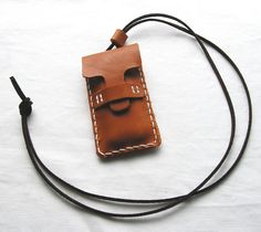 フラッシュメモリーケースを作りました。カギやUSBメモリ、ピルケースとしても。紐が付いているのでペンダントとしても楽しいですよ♪◆サイズ 幅4.5 長さ8.5...|ハンドメイド、手作り、手仕事品の通販・販売・購入ならCreema。