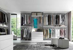 grau und weiß für den begehbaren kleiderschrank