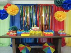 Chá-de-cozinha-Tema-Carnaval-mesa-do-bolo Stage Decorations, Birthday Party Decorations, Birthday Parties, 50th Party, Diy Party, Party Ideas, Carnaval Diy, Streamer Wall, Circus Party