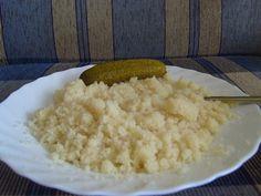 Darasterc:    A búzadarát zsiradékon megpirítom, kap egy kis sót, majd vízzel felengedem, elfőzöm a levét, és kicsit még pirítom. Ezt lehet magában is fogyasztani, mi lekvárral szoktuk. Hasonló mint a császármorzsa. Grains, Rice, Food, Essen, Meals, Seeds, Yemek, Laughter, Jim Rice