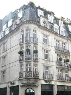 Bond Street flat, London, England 2010 my future home will be a London flat like this!!!!