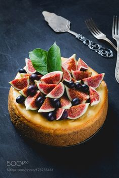 Cake decorated with figs and grapes by Arx0nt #food #yummy #foodie #delicious #photooftheday #amazing #picoftheday