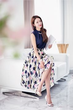 Beauty collection Classy Work Outfits, Office Outfits Women, Simple Outfits, Cute Dresses, Beautiful Dresses, Casual Dresses, Fashion Dresses, Blouse And Skirt, Dress Skirt