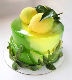 Matcha tea and nettle cake - HQ Recipes Unique Desserts, Delicious Desserts, Beautiful Cakes, Amazing Cakes, Mirror Glaze Cake, Mirror Glaze Wedding Cake, Gateaux Cake, Fashion Cakes, Pastry Cake