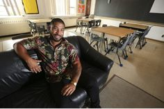 """Ditching the desk opens doors to new teaching methods """"Traditional teachers might look at me sideways, but I don't want it to be this sign of authority,"""" says Matthew Morris, a Grade 4/5 teacher at Maryvale Public School in Scarborough on making the decision to ditch his desk."""