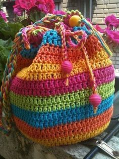 Crochet Purses Rainbow Striped Draw String Crochet Bag - If you are looking for a Crochet Tote Bag you will love our collection of fabulous free patterns. You will be spoilt for choice! Bag Crochet, Crochet Purse Patterns, Crochet Shell Stitch, Crochet Handbags, Crochet Purses, Love Crochet, Crochet Crafts, Crochet Clothes, Crochet Stitches
