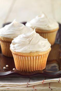 Vanilla Cake made with baking mix Gluten-Free Vanilla Cake: Don't sweat your next birthday party — your favorite cake is back.Gluten-Free Vanilla Cake: Don't sweat your next birthday party — your favorite cake is back. Gluten Free Deserts, Gluten Free Cupcakes, Gluten Free Sweets, Foods With Gluten, Gluten Free Recipes, Party Cupcakes, Baking Recipes, Gluten Free Vanilla Cake, Gluten Free Baking Mix