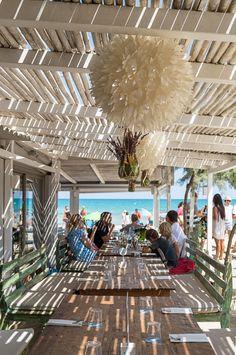 Strandbar Ponderosa Beach im Norden von Mallorca an der Playa de Muro