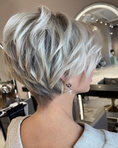Stylish Short Haircuts, Bob Haircuts For Women, Girl Haircuts, Cute Hairstyles For Short Hair, Bob Hairstyles, Short Hair Styles, Popular Haircuts, Pixie Haircuts, Short Hair With Layers