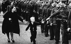 'Wait for Me, Daddy' – Story behind one of the most famous photos to come out of Canada during World War II . Famous Photos, Iconic Photos, Rare Historical Photos, History Online, Art History, England, Canadian History, We Remember, Wait For Me