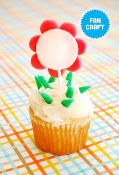 Airheads Cupcake Topper  Sun is shining, the weather is sweet. Transform any regular cupcake with these floral cupcake toppers!