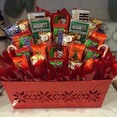 This is a beautiful basket full of Christmas themed candy. Makes a great table centerpiece at your dessert table. Base container/basket may differ based on availability. Christmas Crafts For Adults, Cute Christmas Gifts, Christmas Gift Baskets, Christmas Gifts For Boyfriend, Christmas Snacks, Homemade Christmas Gifts, Christmas Candy, Xmas Gifts, Christmas Presents
