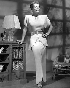 Le masque souvent tragique de Joan Crawford cachait en réalité une force de caractère sans égale qui lui permit de préserver, malgré les ans, la puissance et l'éclat du personnage qu'el…