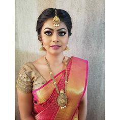 "39 likerklikk, 1 kommentarer – DazzlingDarlingLondon➡MyLife (@dazzlingdarlingsuk) på Instagram: ""Did a bridemaids makeover look on Anu. Hair/Makeup/Saree Draping/Jewellery by #dazzlingdarlings   …"""