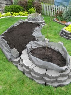 Front Yard Landscaping How to Make an Island Bed in Your Yard Garden Yard Ideas, Lawn And Garden, Garden Projects, Easy Garden, Patio Ideas, Retaining Wall Bricks, Raised Garden Beds, Raised Beds, Outdoor Projects