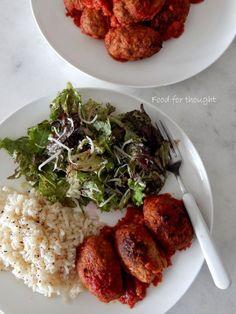 Σουτζουκάκια δίχως τον μπελά του τηγανιού | Άρθρα | Bostanistas.gr : Ιστορίες για να τρεφόμαστε διαφορετικά Greek Recipes, Food Styling, Risotto, Main Dishes, Recipies, Food And Drink, Rice, Favorite Recipes, Beef