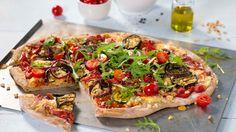 Oppskrift på Pizza med grov bunn og grillede grønnsaker