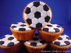 31 Ideas Cupcakes Fondant Futbol For 2019 Cupcake Frosting Recipes, Cupcake Recipes For Kids, Fondant Cupcakes, Fun Cupcakes, Birthday Cupcakes, Cupcake Cakes, Chocolate Ganache Cupcakes, Soccer Birthday Parties, Soccer Party