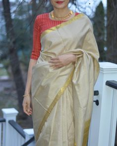 5 Cool Blouse Designs That Everyone is Wearing in 2019 Looking for the latest blouse designs of Then check out what everyone is wearing this year! Blouse Back Neck Designs, Stylish Blouse Design, Blouse Designs Silk, Designer Blouse Patterns, Latest Blouse Designs, Shirt Designs, Sari Bluse, Kerala Saree Blouse Designs, Kurta Neck Design
