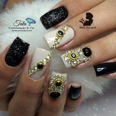 """55 curtidas, 2 comentários - Nails by Béla Cacineli (@belacacineli) no Instagram: """"Daia ❤️ Pedrarias @tata_customizacao_e_cia www.tatacustomizaçãoecia.com.br #simonetis """""""