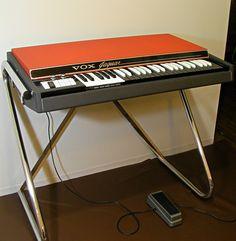 VOX Jaguar V304 E2 photo session : retro designed music store organ69