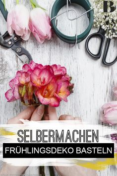 Frühlingsdeko basteln: Die schönsten Bastelideen. Den Frühling holen wir uns ganz einfach nach Hause: Die schönsten Ideen, wie ihr Frühlingsdeko basteln könnt, findet ihr hier. #deko #basteln #ideen #selbermachen Tricks, Floral Wreath, Wreaths, Home Decor, Make Your Own, Homes, House, Nice Asses, Floral Crown