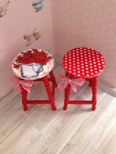 57 pieces wooden chair painting examples – chair painting at home - Dekoration Ideen 2019 Art Furniture, Red Painted Furniture, Hand Painted Chairs, Painted Stools, Decoupage Furniture, Funky Furniture, Refurbished Furniture, Recycled Furniture, Shabby Chic Furniture