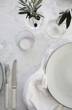 Smart and simple Modern Love, Bon Appetit, Interior Styling, Tablescapes, Dining Table, Dining Room, Scandinavian, Table Settings, Dishes