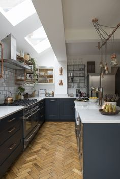 Best Modern Kitchen Lighting Ideas and Tips Open-plan kitchen extension with industrial touches. This has to be one of my favourite kitchens. Love the dark units and parquet flooring Home Decor Kitchen, Interior Design Kitchen, New Kitchen, Home Kitchens, Awesome Kitchen, Apartment Kitchen, Open Plan Kitchen Dining Living, Condo Kitchen, Kitchen Modern