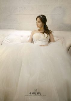 2016 collection bridal gown yoohyelim designer 'blooming in love '(주)유혜림웨딩 출처 - 유혜림웨딩 공식블로그 자료제공 - 유혜림웨딩 마케팅전략기획팀 02.6083.3332
