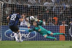 De Gea Stops Diego Milito during the Super Cup
