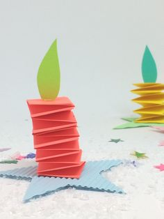 Christmas crafts with children - Advent candles for the children& room - Family and Li .- Christmas crafts with children – Advent candles for the children& room – Family and Living Easy Toddler Crafts, Easy Crafts, Crafts For Kids, Origami Simple, Useful Origami, Origami Butterfly, Origami Flowers, Christmas Origami, Christmas Crafts