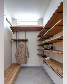 シューズクロークは広く便利に 家族がそれぞれ場所を決めて 余裕を持って靴を置けるくらい スペースを確保しています そして傘やレインコート その他玄関先に置いておきたいものを 掛けたり仕舞えるスペースも 玄関はオシャレに シューズクロークは便利に 平松建築の提案です その他の施工例はこちら@hiramatsu__kenchiku #玄関 #シューズクローク #収納計画 #間取り #新築 #住宅 #平松建築 #静岡県 #磐田市 #浜松市 #袋井市 #掛川市 #森田町 #菊川市 #注文住宅 #新築一戸建て #オシャレな家 #家づくり #おうちづくり #マイホーム計画 #マイホーム計画中の人と繋がりたい #施工事例 #木のぬくもり #インテリア Entrance, Stairs, Loft, Storage, House, Furniture, Home Decor, Style, Instagram