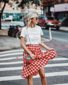 gingham skirt outfit style ideas to wear this spring.- with white t-shirt and colorful patterned cross-body bag