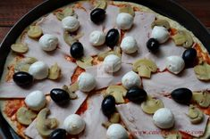 Pizza Capriciosa - CAIETUL CU RETETE Pizza, Pudding, Desserts, Food, Hip Bones, Tailgate Desserts, Deserts, Custard Pudding, Essen