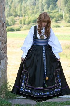 FINN – Beltestakk i lilla og blått European Costumes, Folk Clothing, Folk Costume, Knitting Accessories, Historical Costume, Ethnic Fashion, Traditional Dresses, Types Of Fashion Styles, Norway