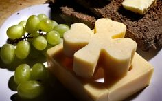 Cheese, Fruit and Bread Plate for St. Pat's Day